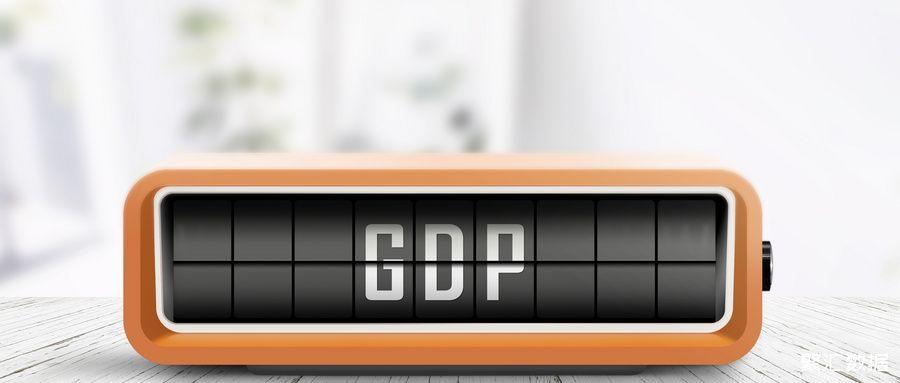 摄图网_300073168_wx_间明亮的办公室里,台带木制桌子的复古设备上发布的GDP公告(企业商用)